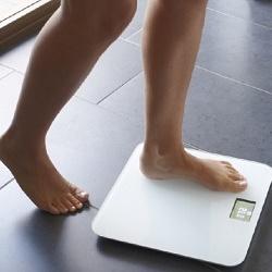 Почему электронные весы показывают разный вес на полу