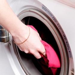 Что делать, когда стиральная машина стучит при отжиме