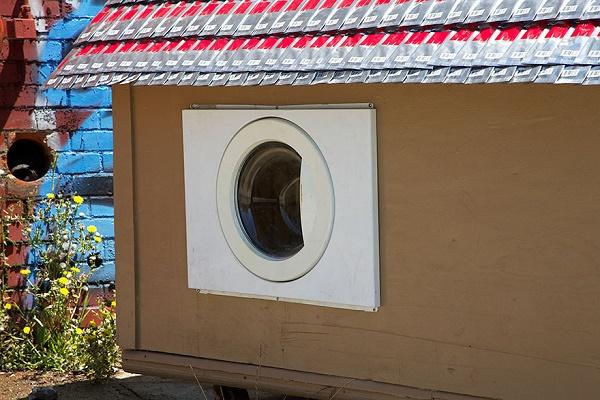 Дверца собачьей конуры