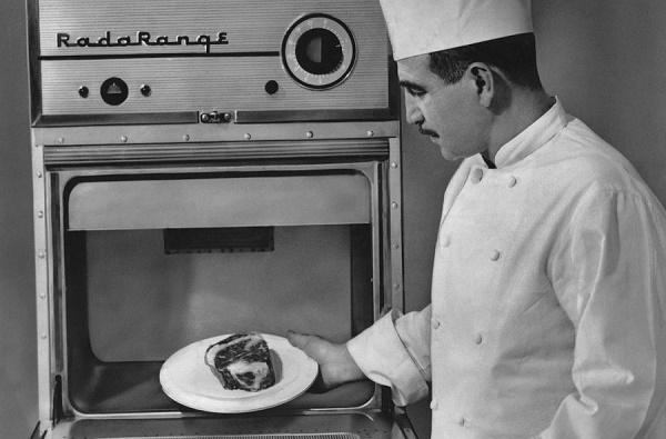 Первая микроволновая печь