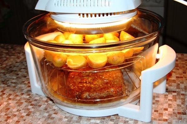 Приготовление мяса и картофеля в аэрогриле