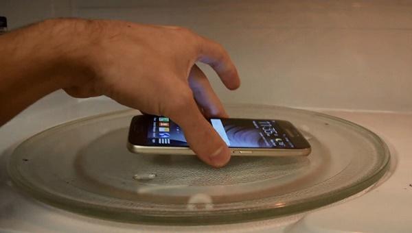 Телефон в микроволновке