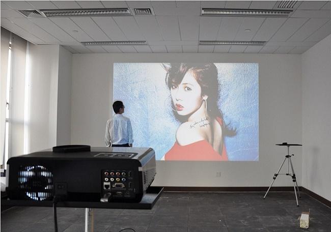 Проекция изображения на стене