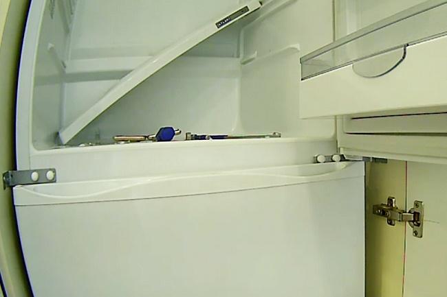 Фиксация холодильника в коробе