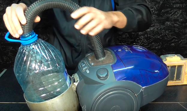 Соединение пылесоса и пластиковой бутылки гофрой