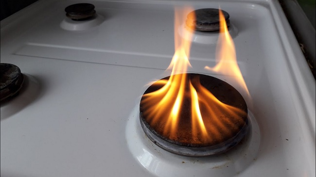 Газовая плита коптит